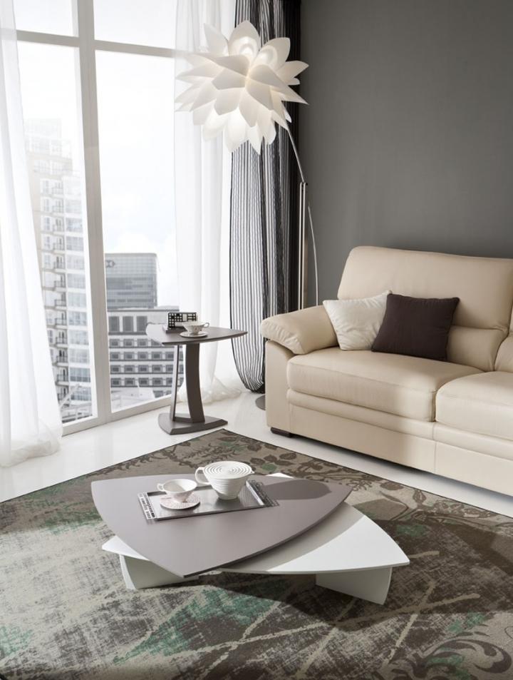 Tavolino salotto alto triangolare pr emma design moderno for Tavolino salotto bianco laccato