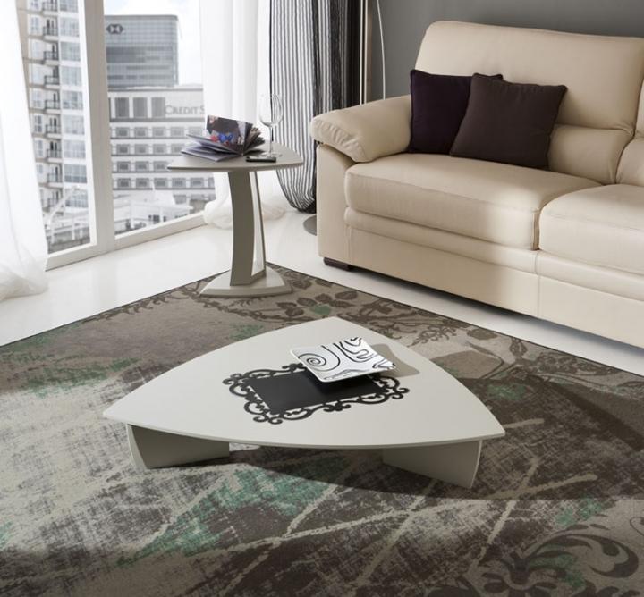 Tavolino salotto triangolare girevole pr emma moderno for Salotto classico moderno